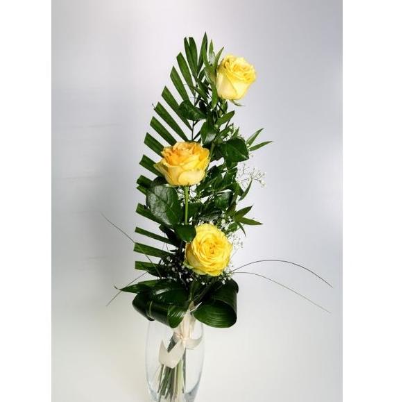 3 žlté ruže s dekoráciou