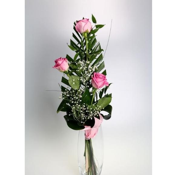 3 ružové ruže s dekoráciou