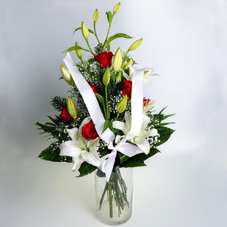 Smútočná kytica z ruží a ľalií