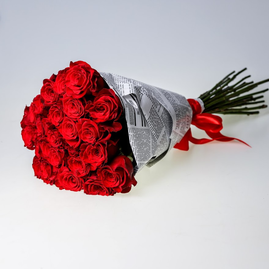 Kytica krásnych veľkokvetých červených ruží EXTRA