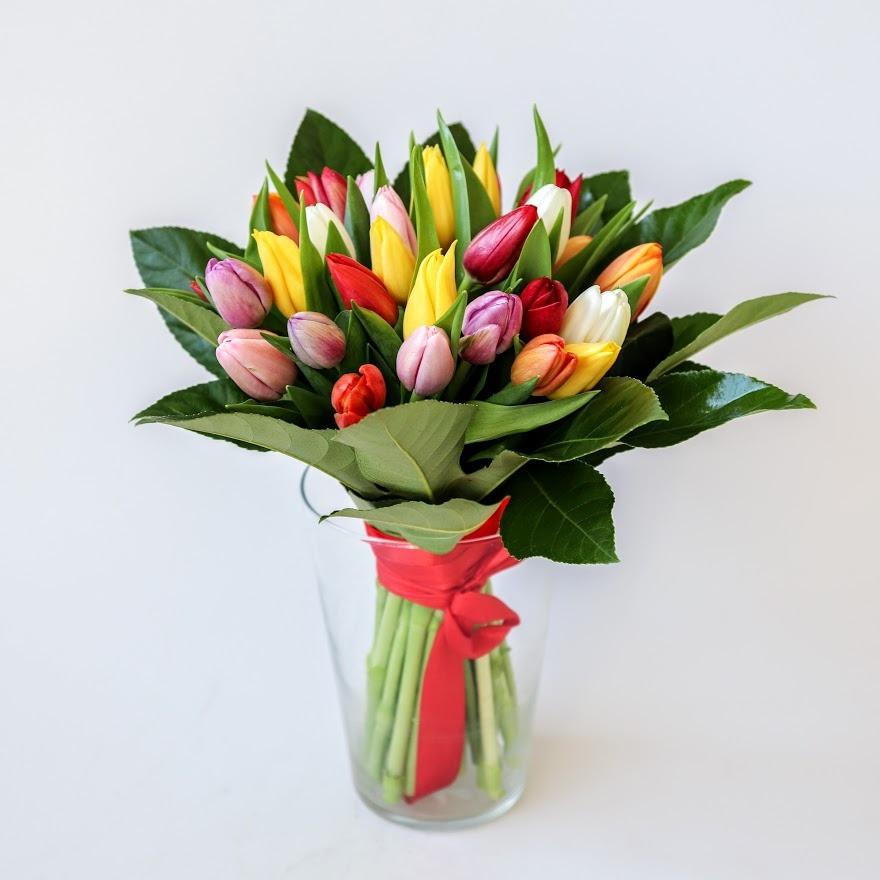 Kytica farebných tulipánov