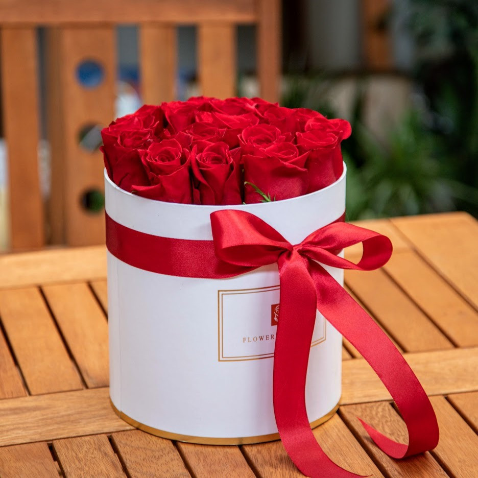 Biely box s červenými ružami (L,XL)