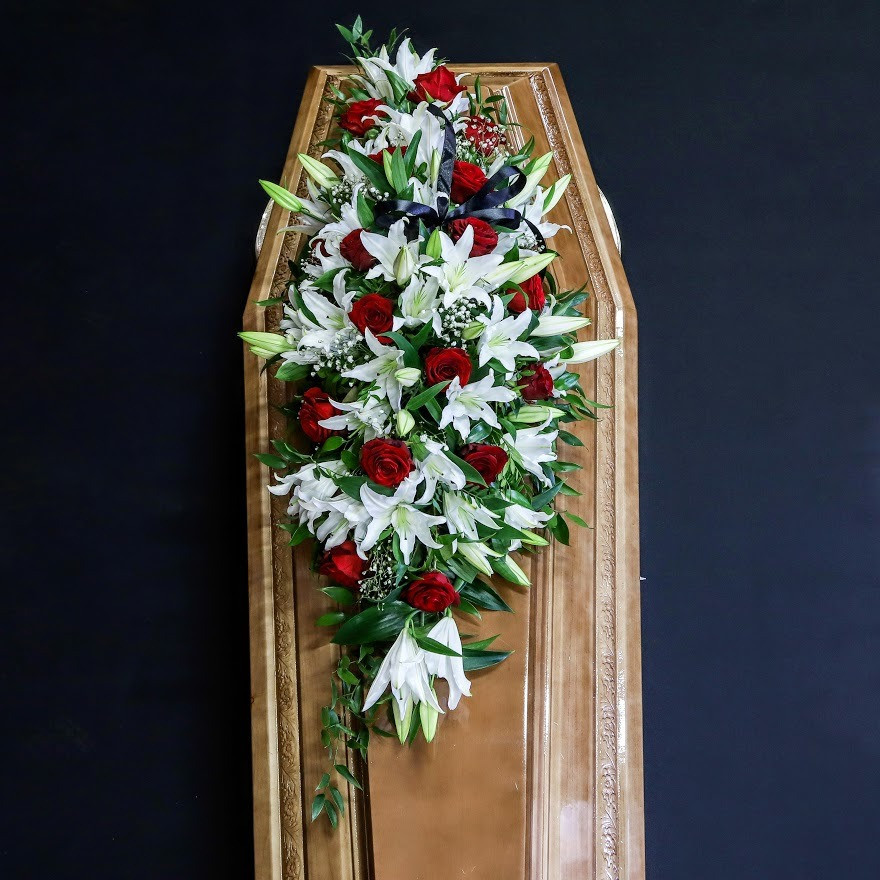 Ikebana na truhlu červeno biela lux