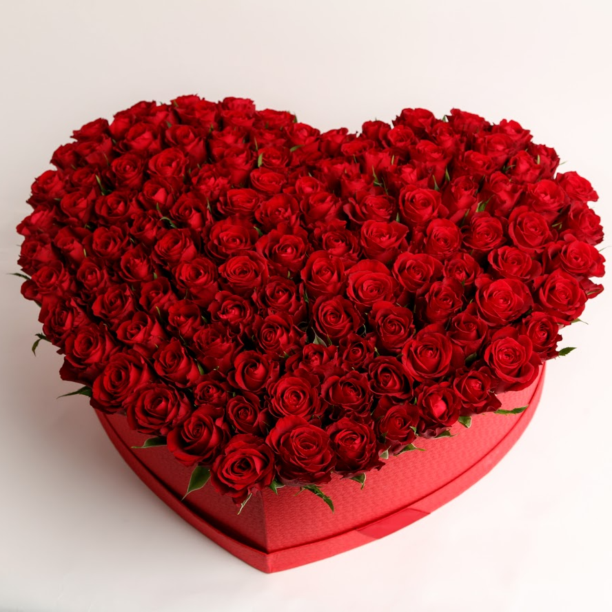 Box z červených ruží srdce