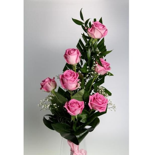 7 ružových ruží s dekoráciou